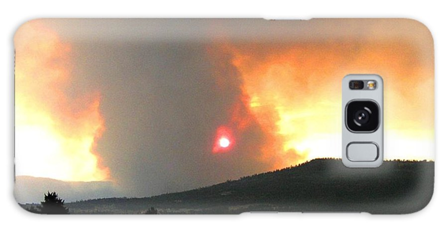 Forest Fire Galaxy S8 Case featuring the photograph Terrace Mountain Fire 3 by Will Borden