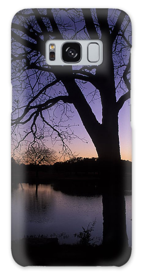 Trees Galaxy S8 Case featuring the photograph Texas Sunset On The Lake by Kathy Yates