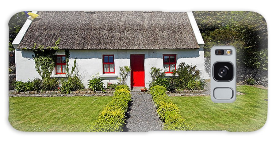 Thatch Roof Galaxy S8 Case featuring the photograph Thatch Roof Cottage Ireland by Pierre Leclerc Photography