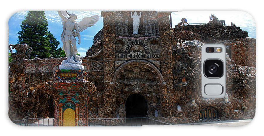 Entrance To The Grotto Of Redemption Galaxy S8 Case featuring the photograph The Grotto Of Redemption In Iowa by Susanne Van Hulst