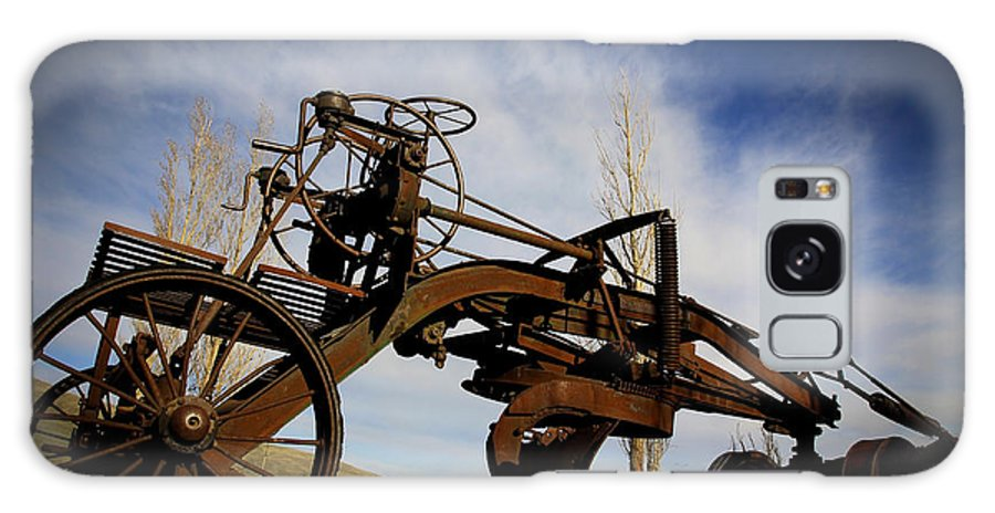 Farm Equipment Galaxy S8 Case featuring the photograph The Old Grader by Steve McKinzie