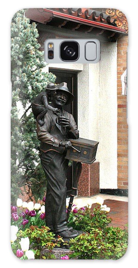 Statue Galaxy S8 Case featuring the photograph The Organ Grinder Kansas City Missouri by David Dunham