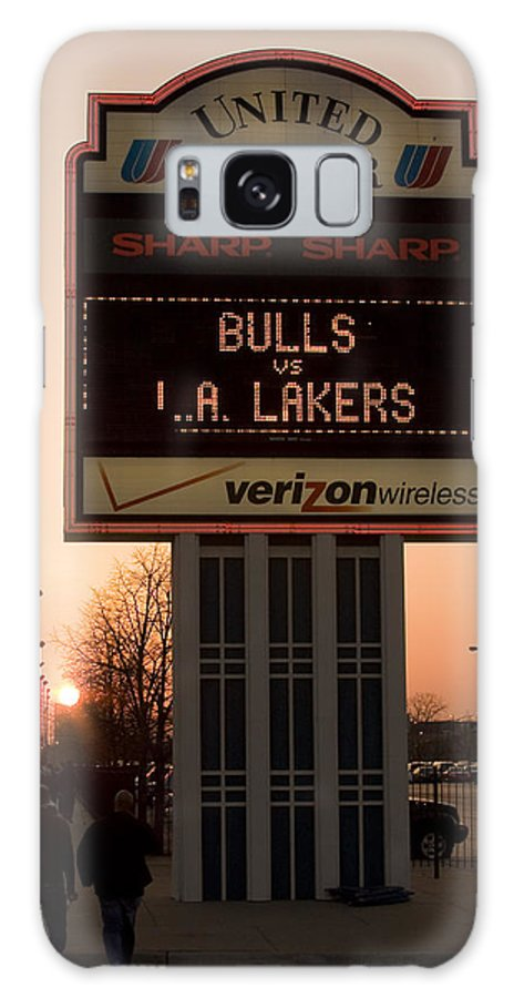 Chicago Windy City Evening Sunset Bulls Game La L.a. Lakers United Center Galaxy S8 Case featuring the photograph To The Bulls Game by Andrei Shliakhau