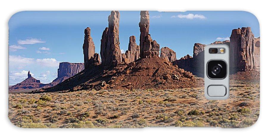 Arizona Galaxy S8 Case featuring the photograph Totem Pole And Yei Bi Chei by Tom Daniel