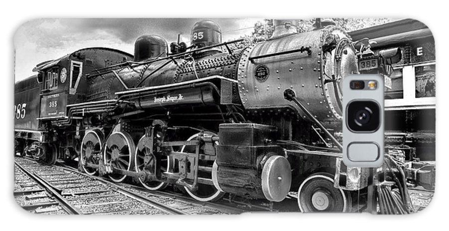 Train - Steam Engine Locomotive 385 In Black And White Galaxy S8 Case