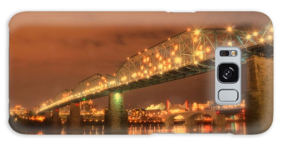 Chattanooga North Shore Walnut Street Bridge Dreamlike Light Show And Reflection Galaxy S8 Case featuring the photograph Valentine's Day In Chattanooga by Roland Millsaps