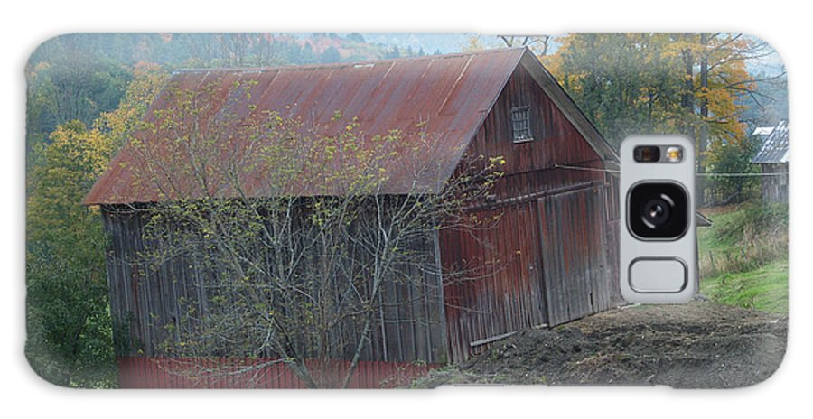 Barn Galaxy S8 Case featuring the photograph Vermont Barn by Paul Galante