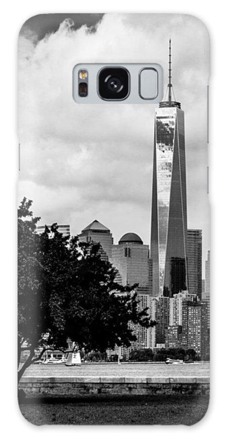 Freedom Tower Galaxy S8 Case featuring the photograph Vertical by Ovidiu Rimboaca
