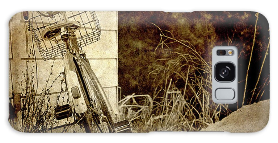 Abstract Galaxy S8 Case featuring the photograph Vintage Bicycle In Winter. by Kelly Nelson
