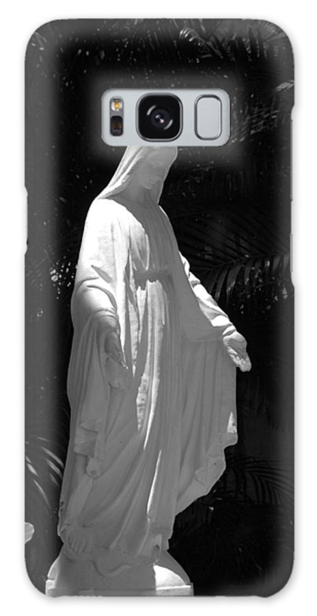Black And White Galaxy S8 Case featuring the photograph Virgin Mary In Black And White by Rob Hans