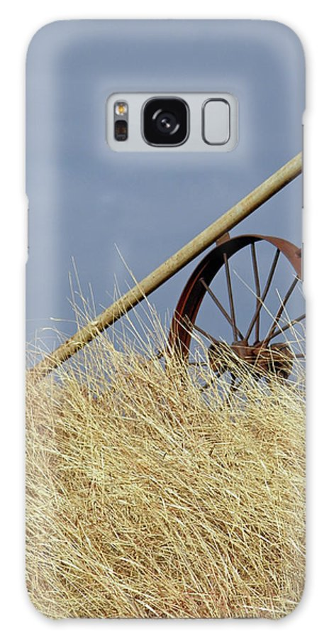 Wagon Wheel Galaxy S8 Case featuring the photograph Wagon Wheel Fence by Gale Cochran-Smith