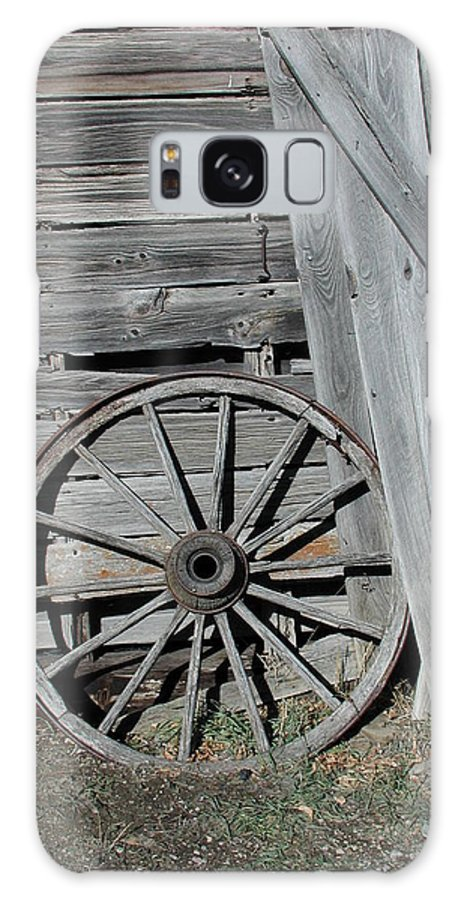 Wheel Galaxy S8 Case featuring the photograph Wagon Wheel by Nancy Taylor