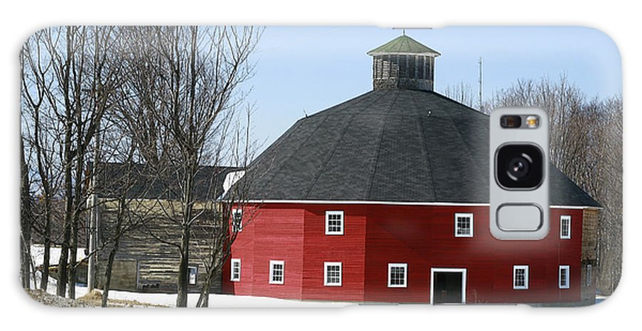 Barn Galaxy S8 Case featuring the photograph Welch Round Barn by Deborah Benoit