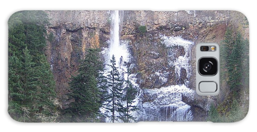 Multnomah Falls Galaxy S8 Case featuring the photograph Winter At Multnomah Falls by Charles Robinson