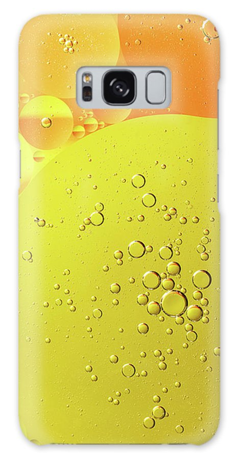 Abstract Galaxy S8 Case featuring the photograph Yellow And Orange Oil Droplet On Water by Jaroslav Frank