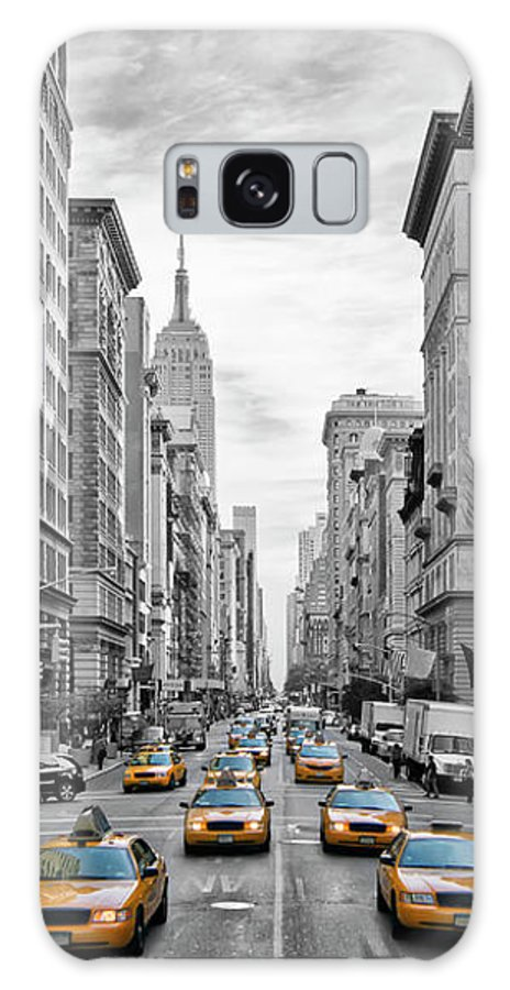 Fifth Avenue Galaxy S8 Case featuring the photograph 5th Avenue Nyc Traffic by Melanie Viola