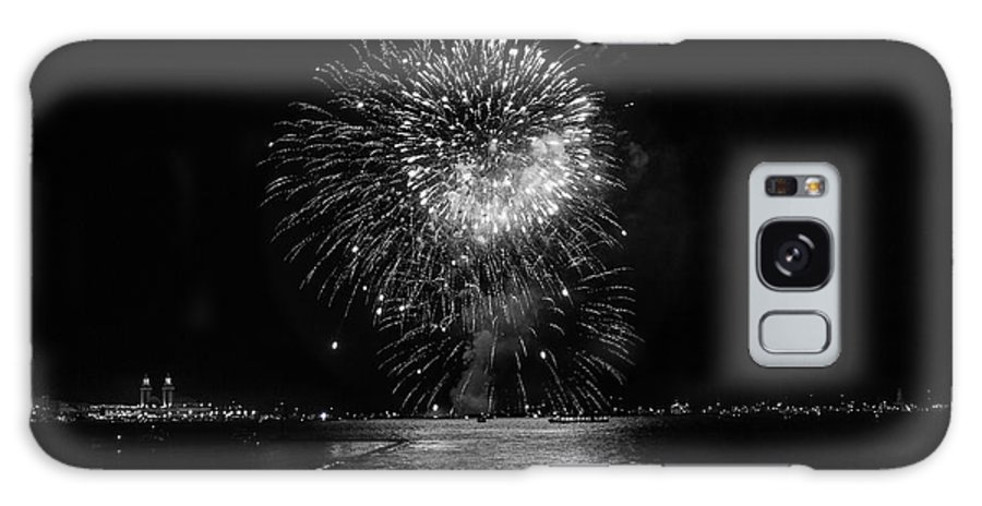 Fireworks Galaxy S8 Case featuring the photograph Chicago Fireworks by Betsy Knapp