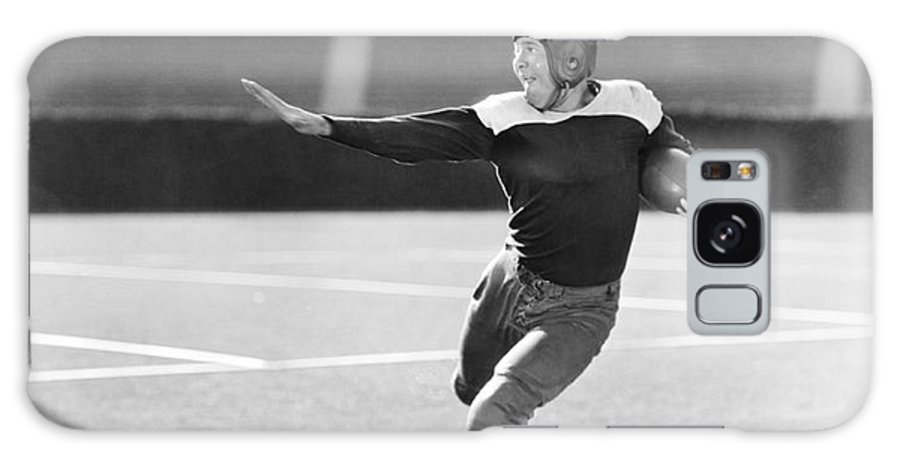 Play Galaxy S8 Case featuring the photograph Football Player Running With Ball by Everett Collection