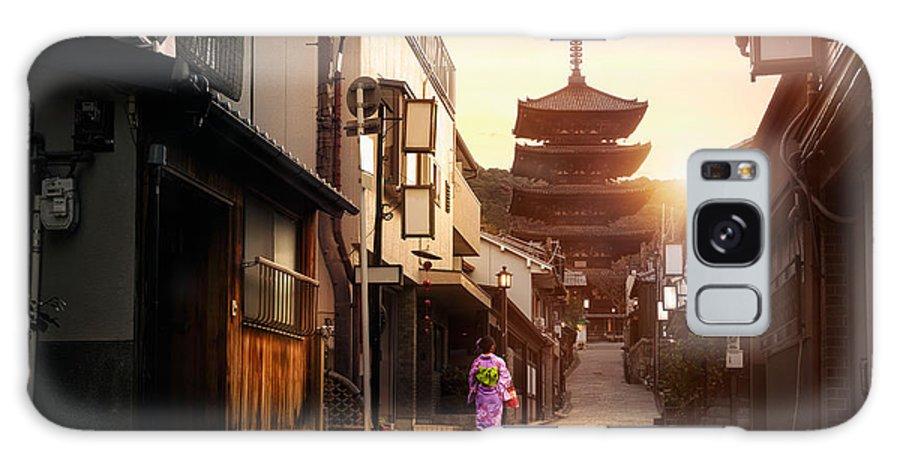 Japan Galaxy S8 Case featuring the photograph Yasaka Pagoda And Sannen Zaka Street In by Patrick Foto