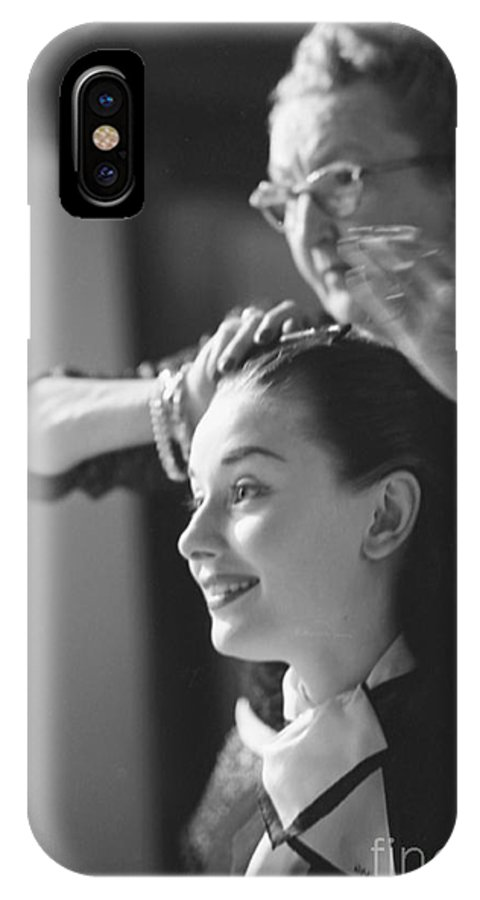 Audrey Hepburn Preparing For A Scene In Roman Holiday Iphone X Case