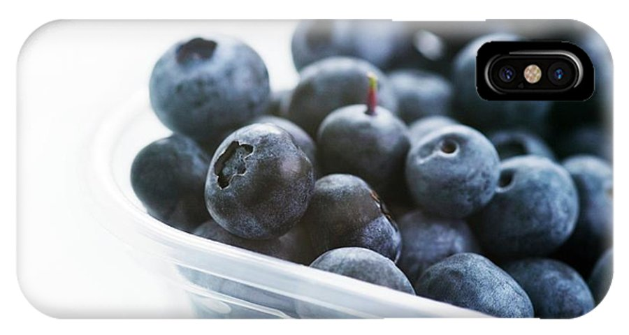 Vaccinium Sp. IPhone X Case featuring the photograph Blueberries by Gustoimages/science Photo Library