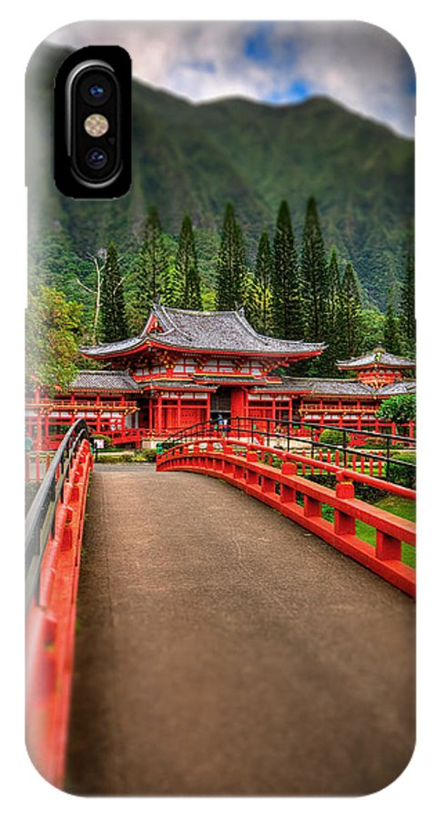 Byodo Temple IPhone X Case featuring the photograph Japanese Temple by Les Lorek