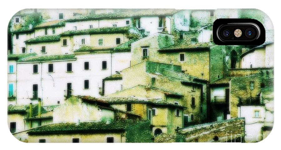 Navelli IPhone X Case featuring the photograph Navelli Village - Abruzzo - Italy by Gluca Pagnini