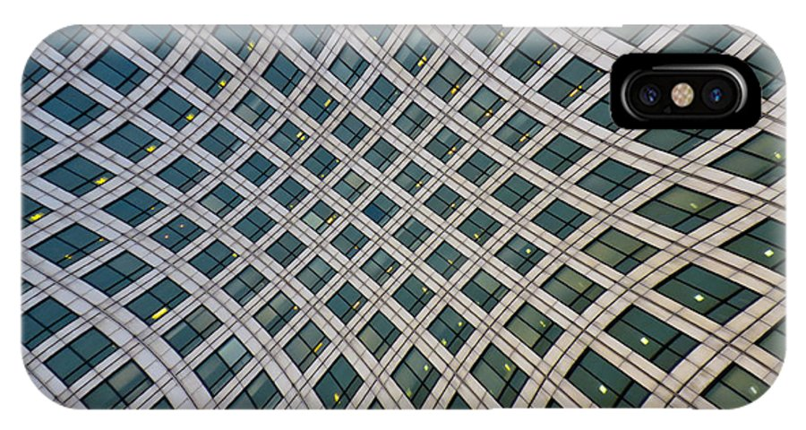Canary Wharf IPhone X Case featuring the photograph Canary Wharf London by David Pyatt