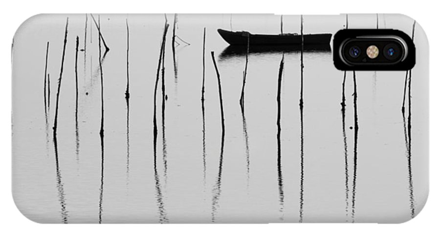 Venetian IPhone X Case featuring the photograph A Boat... In A Jungle Of Poles by Mattia Oselladore
