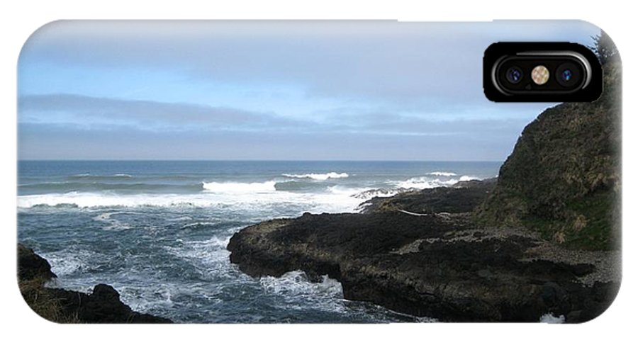 Devil's Churn IPhone X Case featuring the photograph Afternoon At Devil's Churn by Amanda Roberts