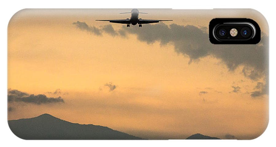 Md-80 IPhone X Case featuring the photograph American Airlines Approach by John Daly