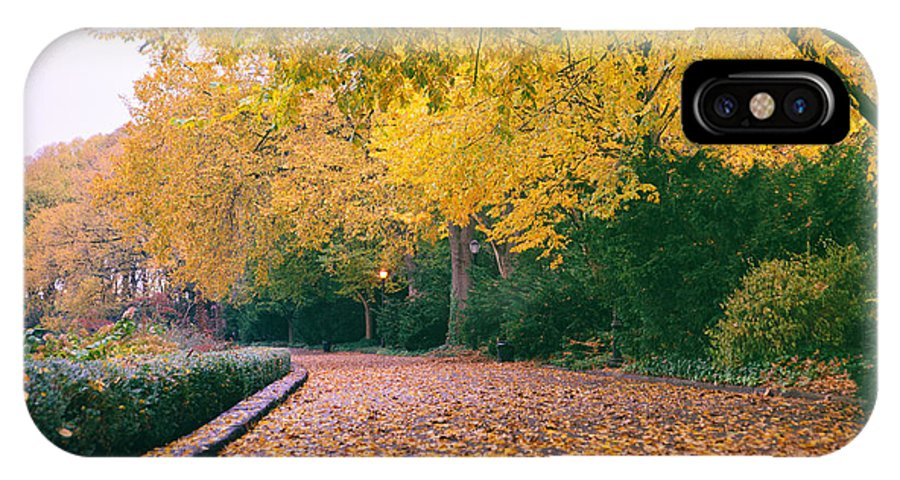 Nyc IPhone X Case featuring the photograph Autumn - New York City - Fort Tryon Park by Vivienne Gucwa
