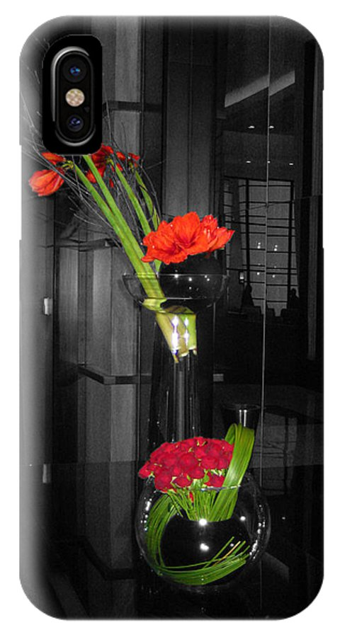 Black And White Floral Arrangement With Red Color Splash Iphone X