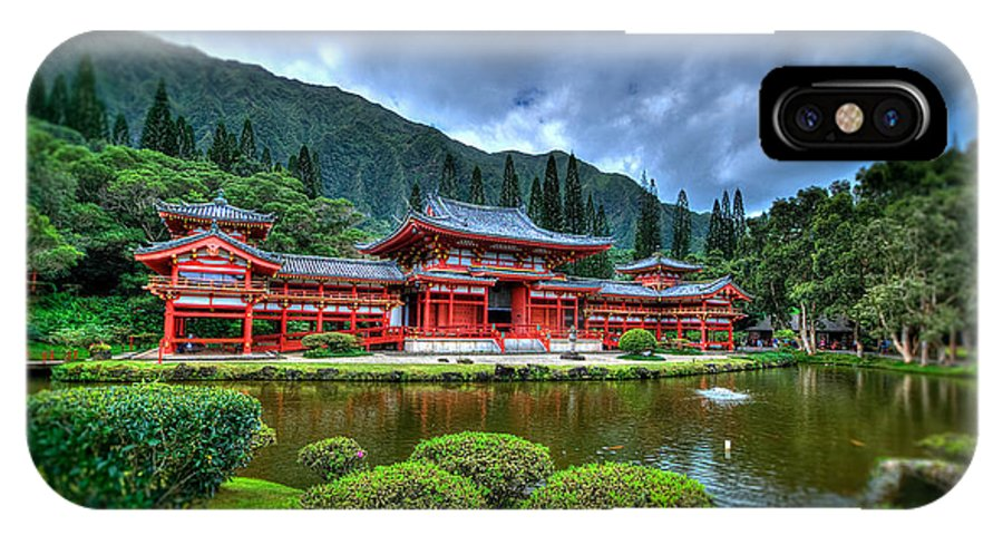 Byodo Temple IPhone X Case featuring the photograph Byodo Temple by Les Lorek