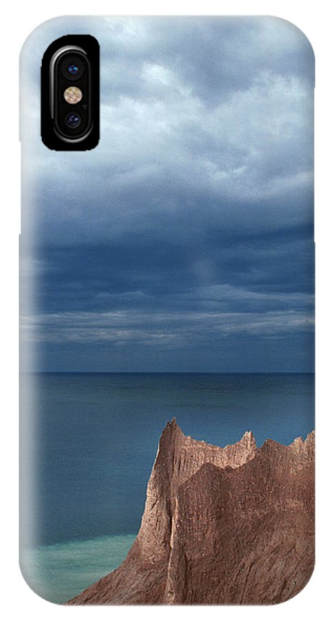 New York IPhone X Case featuring the photograph Chimneybluff by Walter Murdock