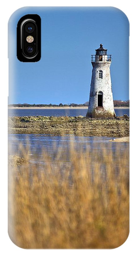 9616 IPhone X Case featuring the photograph Cockspur Lighthouse In The Sanannah River by Gordon Elwell