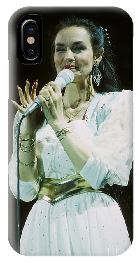 Vocalist IPhone X Case featuring the photograph Crystal Gayle by Concert Photos