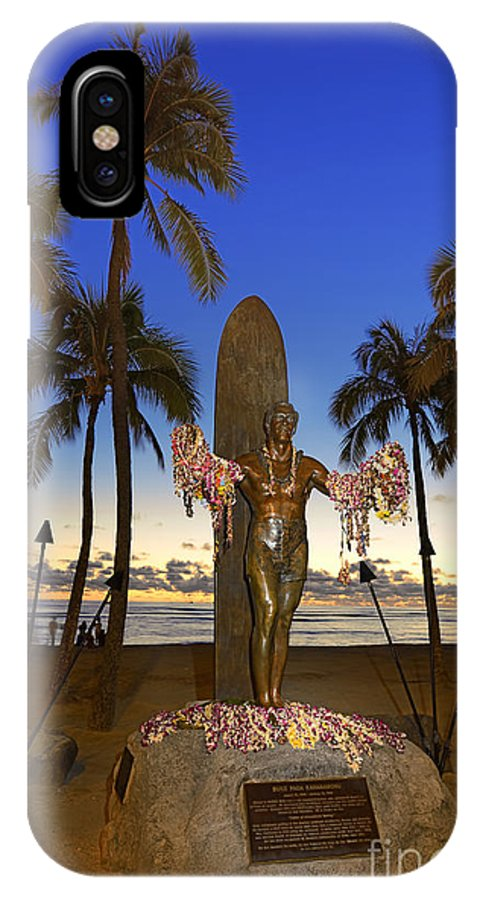 Duke Kahanamoku IPhone X Case featuring the photograph Duke Kahanamoku Statue At Dusk by Aloha Art