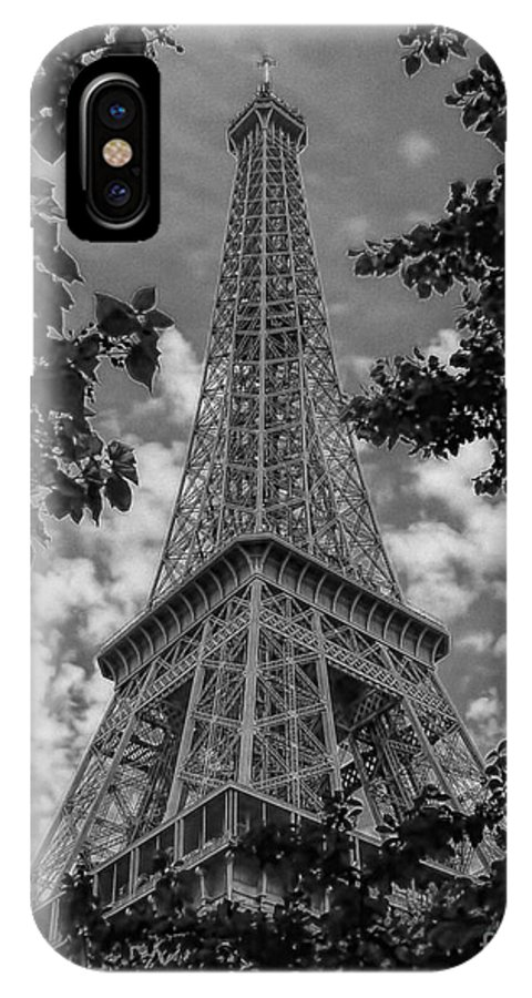 Ken IPhone X Case featuring the photograph Eiffel Through Trees Bw by Ken Johnson
