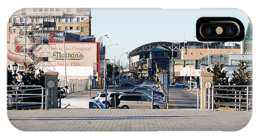 Brooklyn IPhone X Case featuring the photograph End Of The Line by Rob Hans