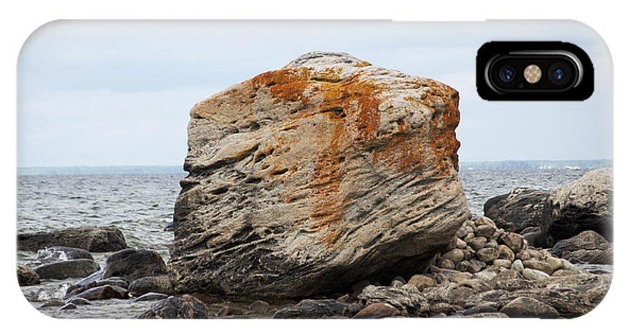 Gneiss IPhone X Case featuring the photograph Georgian Bay Gneiss by Elaine Mikkelstrup