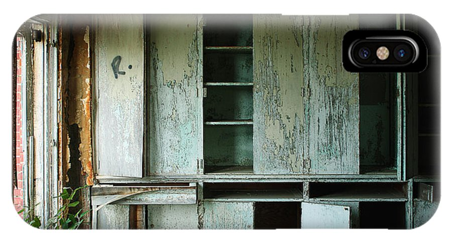 Glenn Dale IPhone X Case featuring the photograph Glenn Dale Cabinets by W Scott Phillips