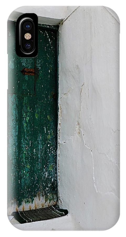 Green Door IPhone X Case featuring the photograph Green Door by Gianmarco Cicuzza