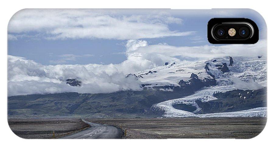 Fjallsjokull IPhone X Case featuring the photograph Heading North by Evelina Kremsdorf