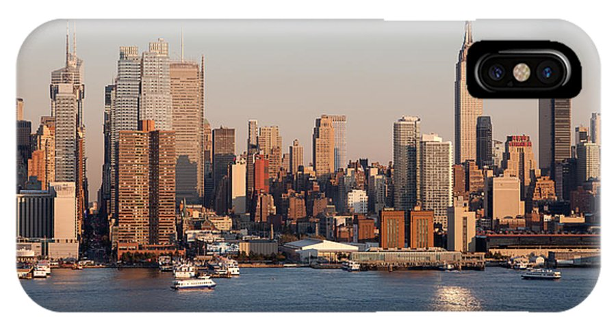Clarence Holmes IPhone X Case featuring the photograph Hudson River And Manhattan Skyline I by Clarence Holmes