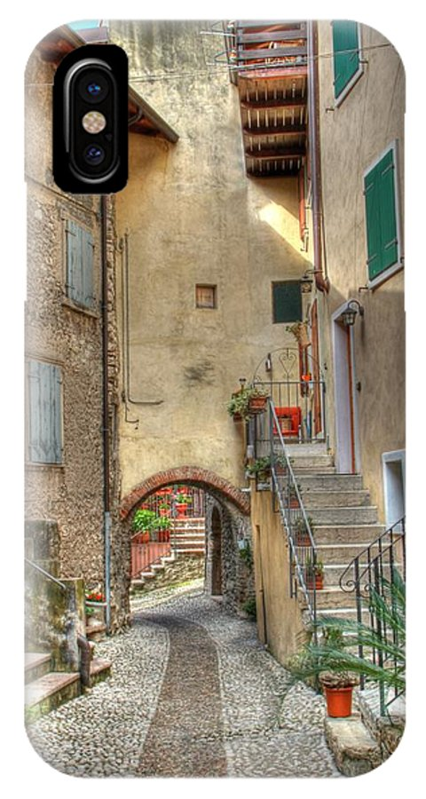 Gasse IPhone X Case featuring the photograph Italien Gasse by Bernhard Halbauer