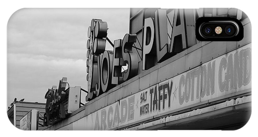 Salisbury Beach IPhone X Case featuring the photograph Joe's Playland by Jeff Heimlich