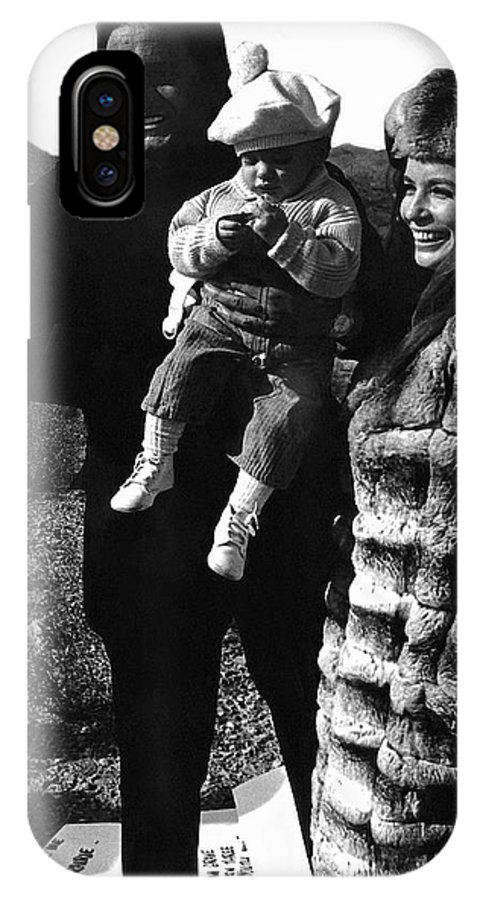 Johnny Cash And Family Old Tucson Az Cue Cards IPhone X Case featuring the photograph Johnny Cash And Family Old Tucson Arizona 1971 by David Lee Guss