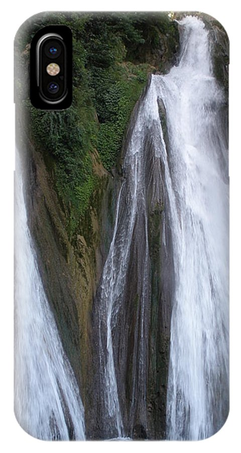 Falls IPhone X Case featuring the photograph Kempty Falls by Elbert Shackelford