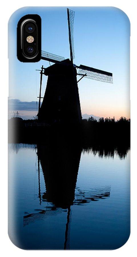Kinderdijk IPhone X / XS Case featuring the photograph Kinderdijk Dawn by Dave Bowman